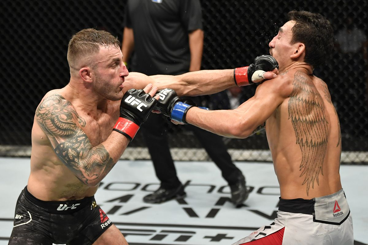 Alexander Volkanovski Beats A Game Max Holloway Defends Ufc Featherweight Title Fight Sports